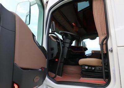 Volvo interieur bruin